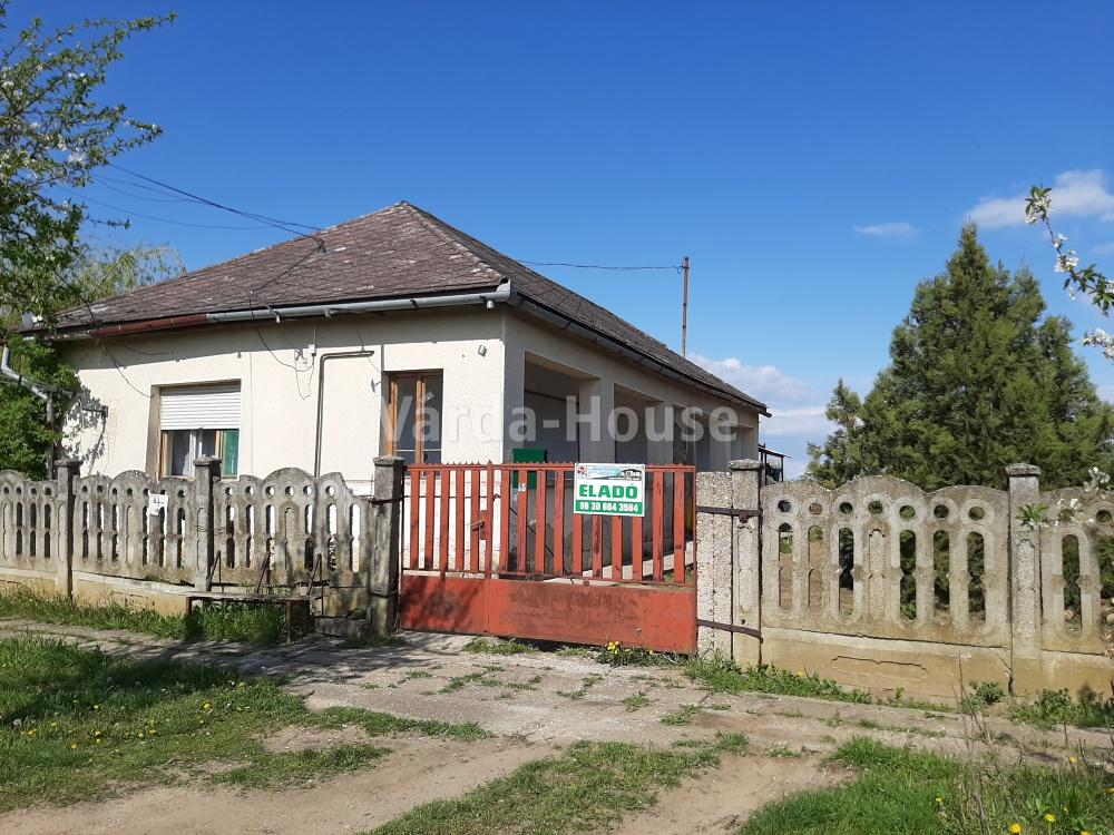 Pap, felújítandó  ház eladó