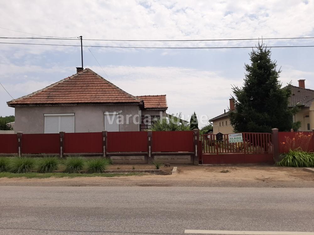 Szabolcsbáka, közepes állapotú  ház eladó